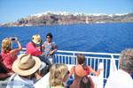 Aankomst met boot op Santorini | Op de achtergrond Oia - Foto van De Griekse Gids